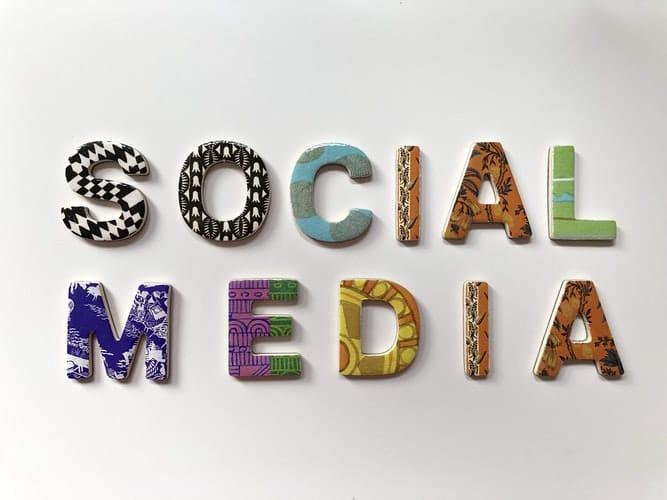 """imagem a dizer """"social media"""""""